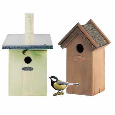 Voordeelset van 2x stuks houten vogelhuisjes/nestkastjes groen en houtkleur